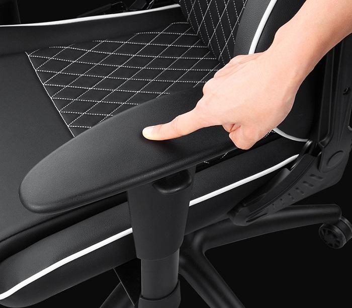 Trên mông ANDA SEAT Assassin - Ghế chơi game tuyệt hảo mà giá lại bình dân